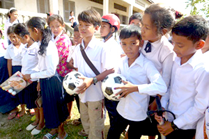 カンボジア小学校支援